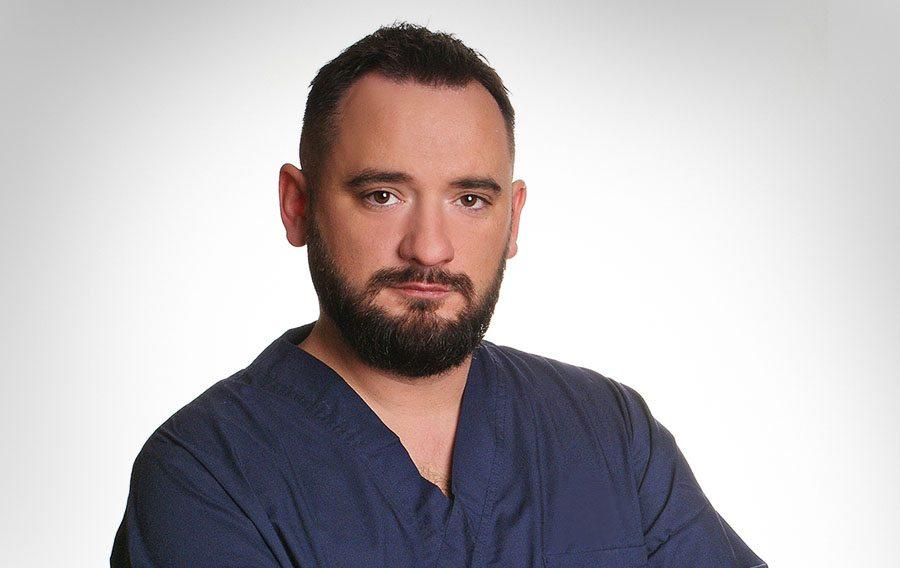 Hårtransplantationer utförs av legitimerade läkaren Slawek Pyziak på Poseidonkliniken